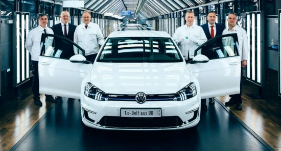 What bonuses do Volkswagen employees get for high performance in 2019